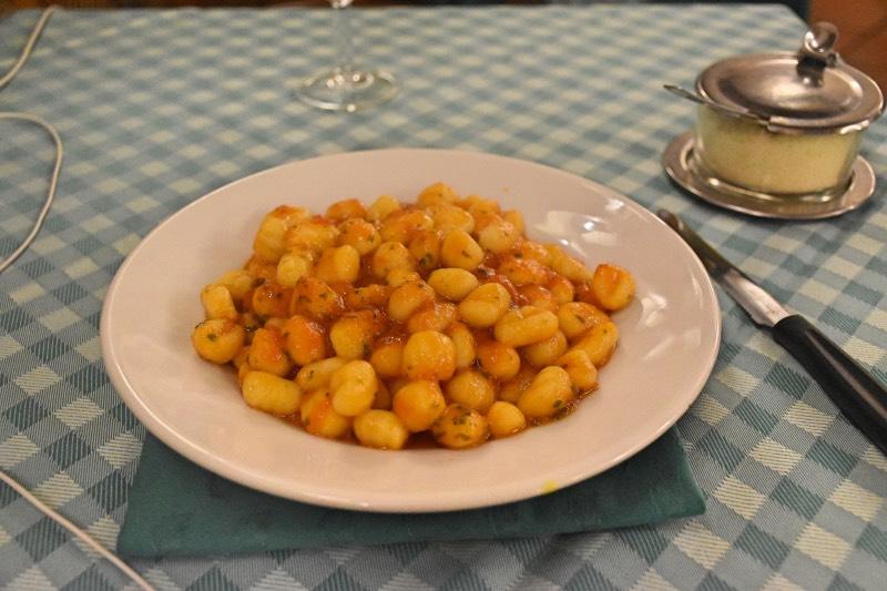 Dónde comer en Roma bien y barato: gnocchi de Carlo menta