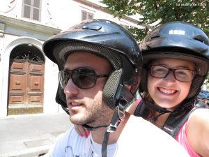 Alquilar una moto en Roma: selfie a bordo de la moto