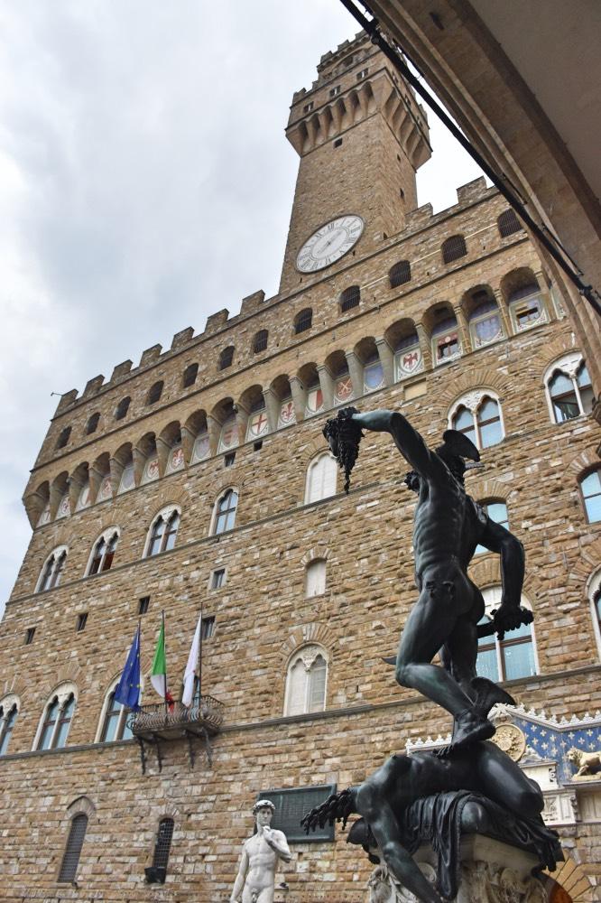 Experiencias gratis en Florencia: Perseo con la cabeza de Medusa, en la Loggia della Signoria