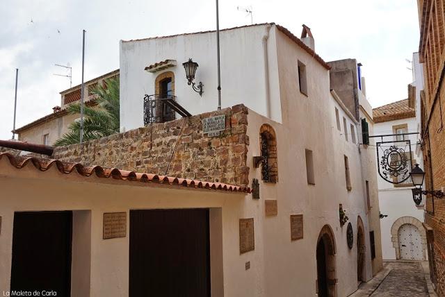 el trozo de antigua muralla que sigue en pie en Sitges
