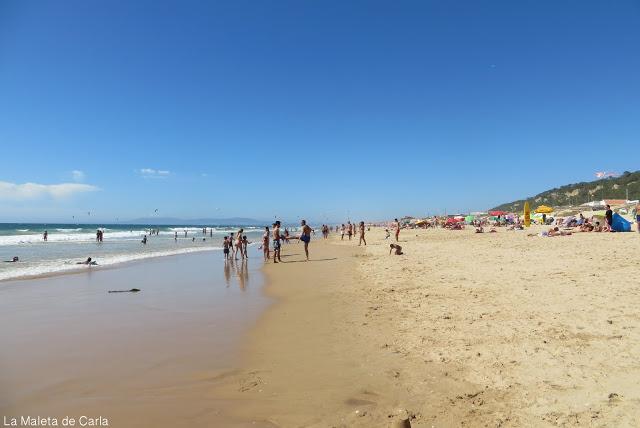 La playa 'fonta da telha' en la Costa da Caparica