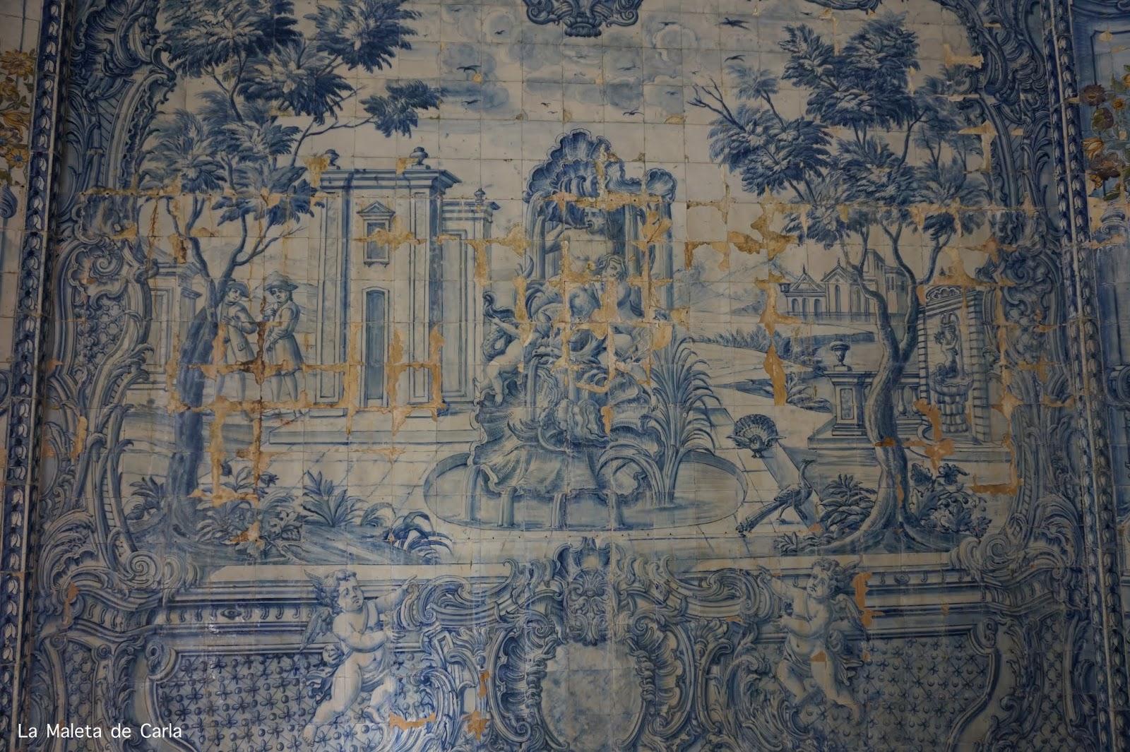 Una de las paredes del Palacio Nacional de Sintra, recubierta en azulejos