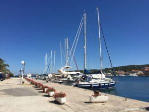 Cómo ir de Zadar a Dugi Otok en ferry: puerto marítimo de Sali