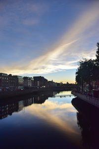 Qué hacer en Dublín: atardecer en el río Liffey