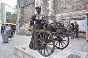 Qué hacer en Dublín: tocarle los pechos a Molly Malone