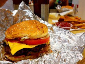 Qué hacer en Miami: comer una hamburguesa de Five Guys