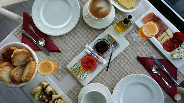 Desayuno en La Raposera - Hotel cerca del Mirador del Fitu