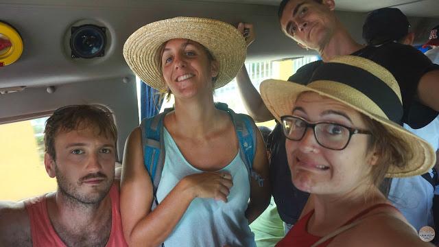 Cómo moverse por Cuba - apretados en un bus
