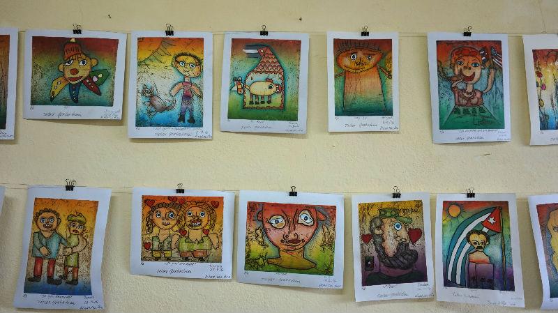viajar y ayudar: obras de los alumnos del taller