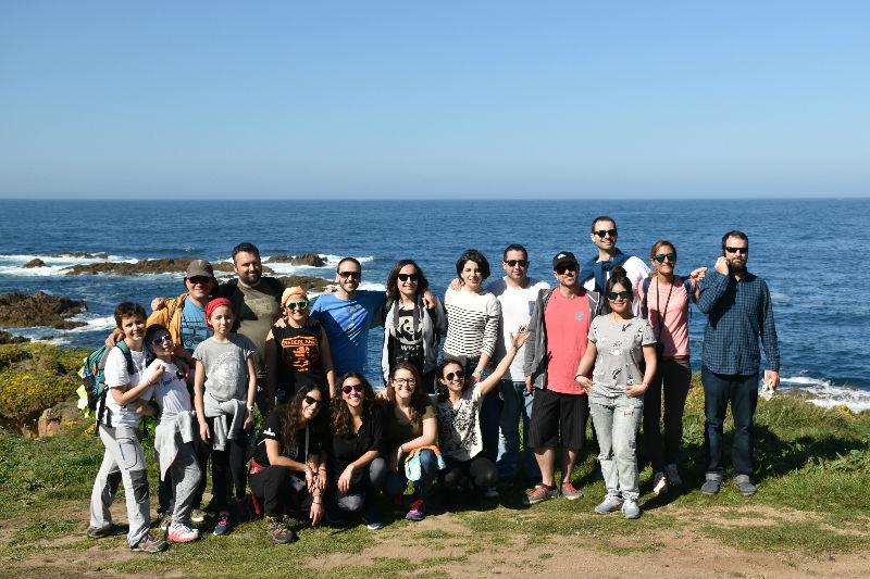 Hacer surf en Galicia - foto grupal en punta chan de Razo