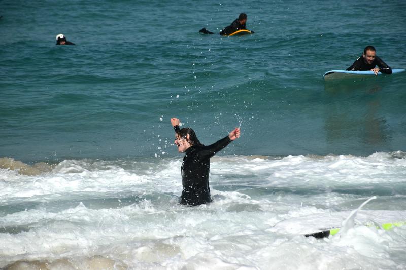 Hacer surf en Galicia - Celebrando el haberme puesto de pie sobre la tabla