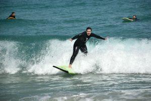 Hacer surf en Galicia - Surfeando en Razo