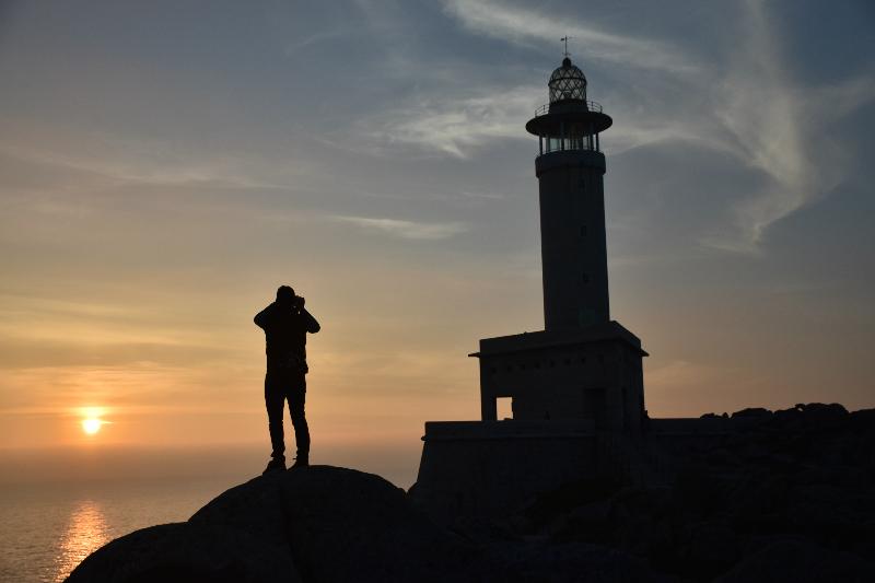 Hacer surf en Galicia - atardecer en el Faro de nariga
