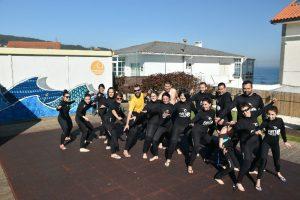 Hacer surf en Galicia - Primer día de surf, el equipo listo para surfear