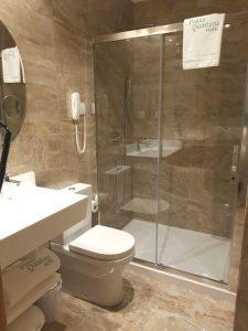 Donde dormir en Santiago de Compostela - Hotel Praza Quintana - El baño