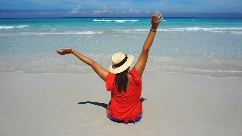 Varadero para mochileros: Carla en la playa de Varadero