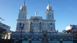 Guía para visitar Santiago de Cuba: catedral en el Parque Céspedes