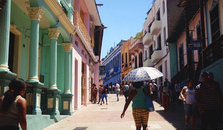Guía para visitar Santiago de Cuba: calle enramada