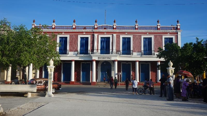 Visitar Holguín y Guardalavaca: arquitectura colonial en la Casa Consistorial