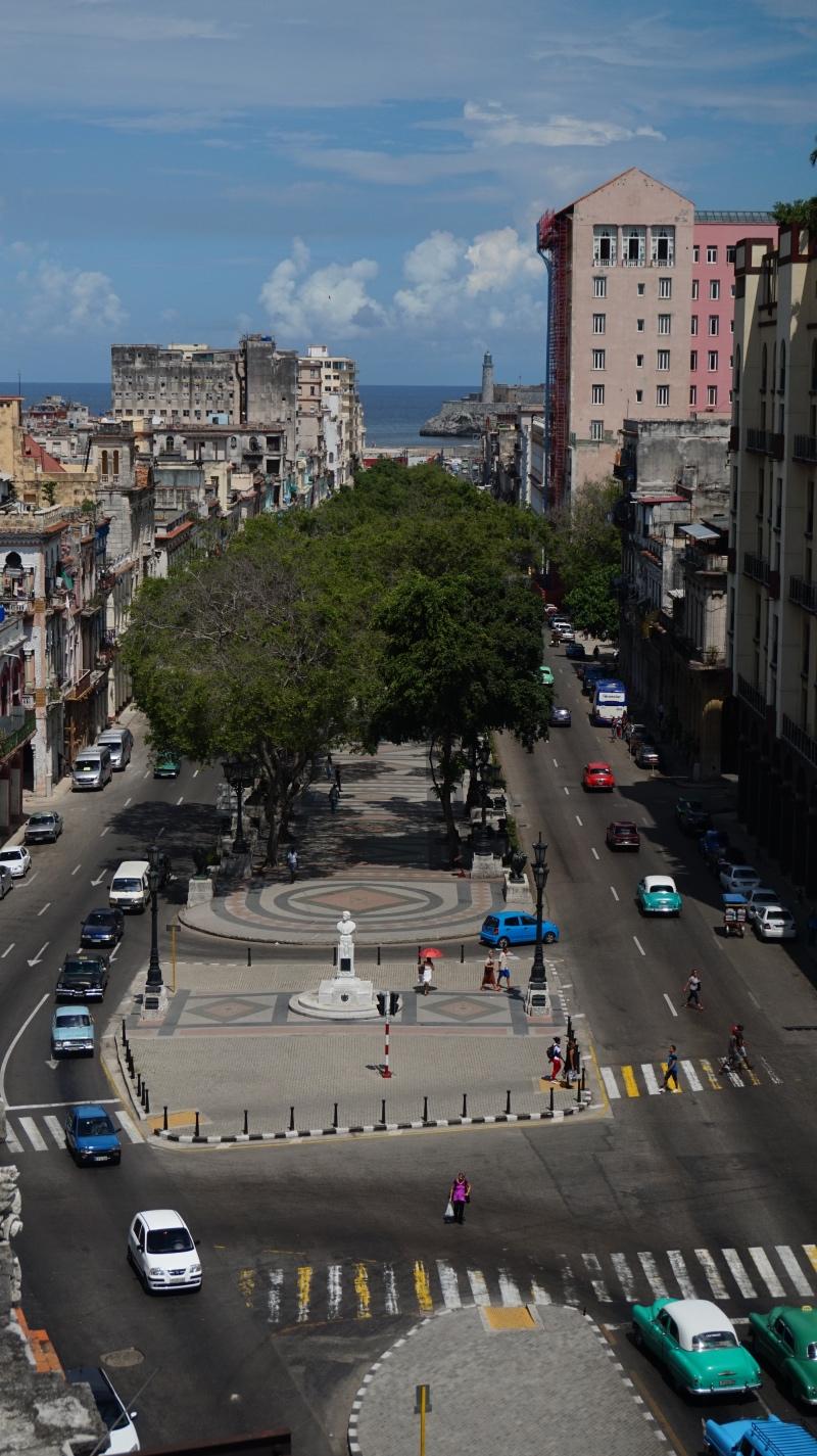 Cosas que hacer en La Habana: recorrer el Paseo del Prado hasta el Malecón