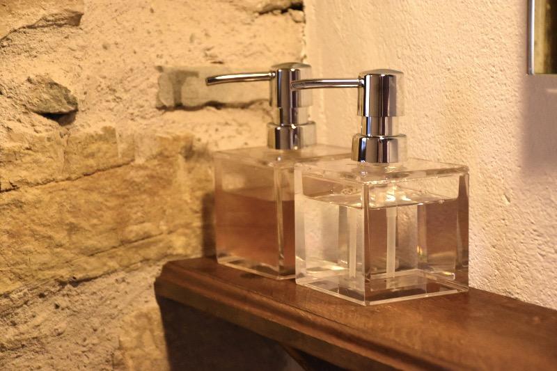 alojamiento rural ecológico en el Pirineo Aragonés: dispensadores de jabón