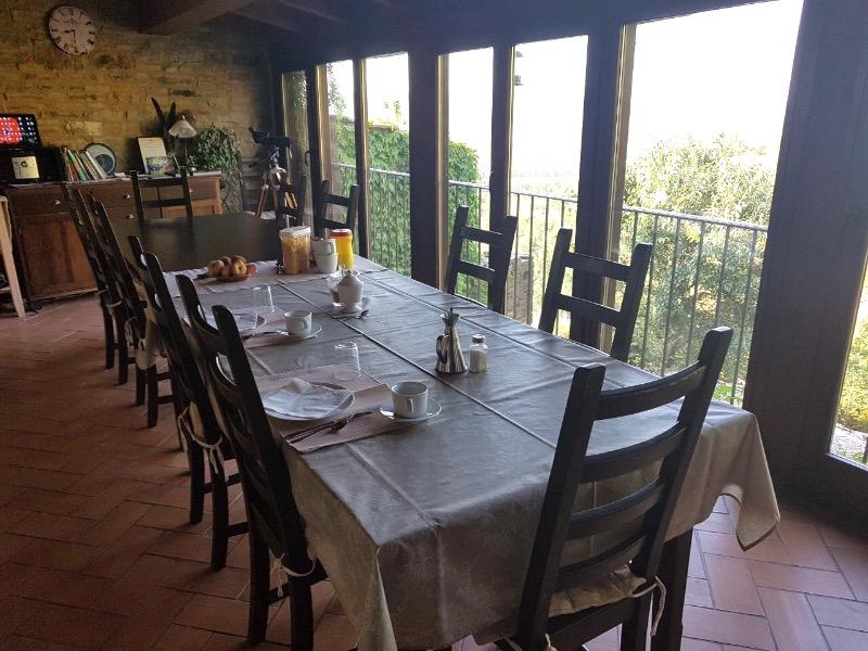 alojamiento rural ecológico en el Pirineo Aragonés: sala para comidas y cenas