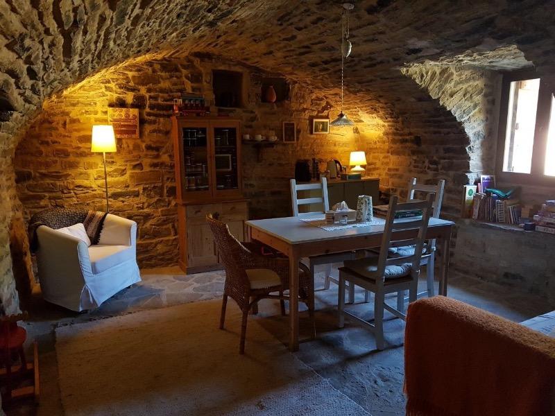 alojamiento rural ecológico en el Pirineo Aragonés: salas abovedadas de la casa