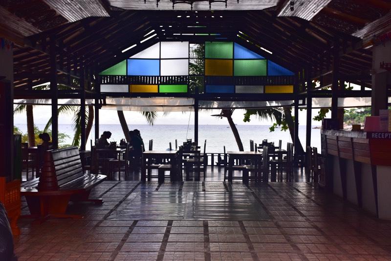 Bar-restaurante con vistas al mar