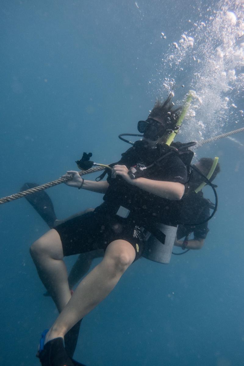 buceando a 18 metros de profundidad