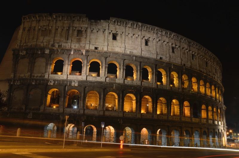 El Coliseo de noche