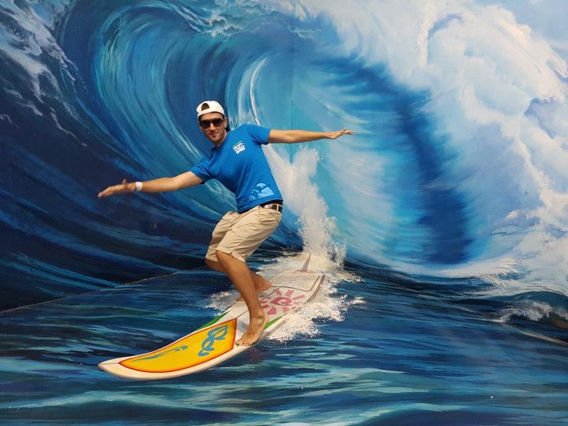 Surfeando olas en el museo 3D