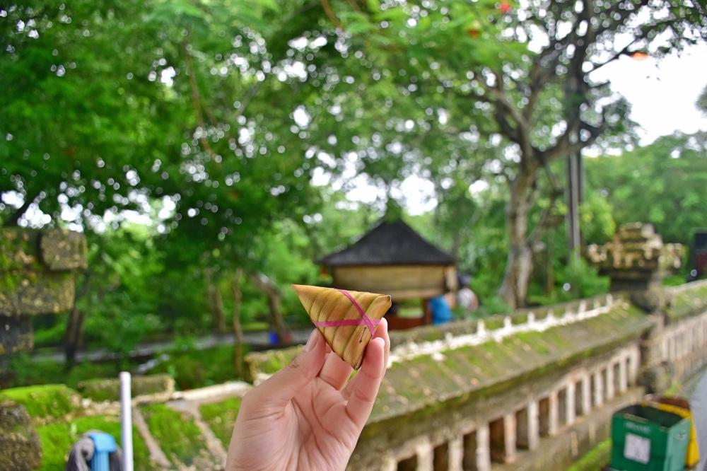 Razones para enamorarse de Bali: Arroz dulce con plátano y coco, un postre típico balinés