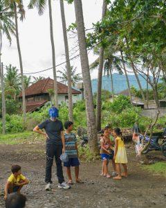 trip-drop en Bali: jugando con los niños al aire libre