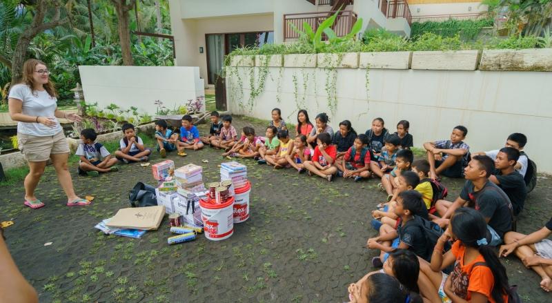Trip-drop en Bali: la entrega de materiales