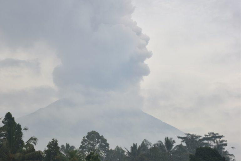 Seguro de viajes para Indonesia: volcán Agung