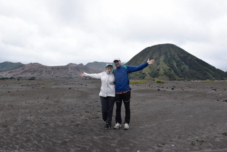 Parque Nacional del Bromo: el 'mar de arena' de tengger, una zona árida que rodea los volcanes.