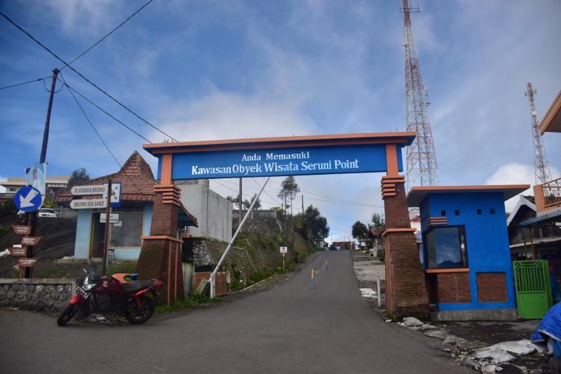 Por aquí se va hacia el Hotel Cemara Indah