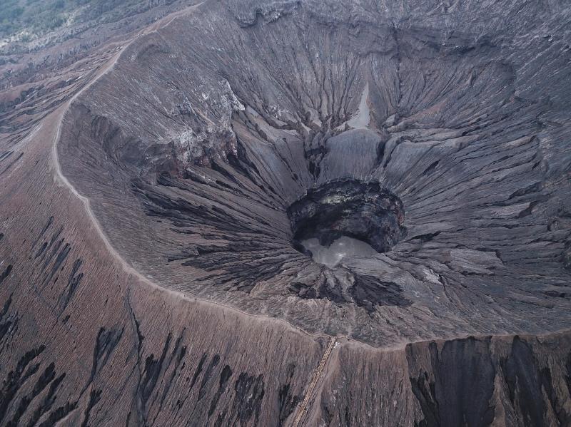 Parque Nacional del Bromo por libre: el cráter del Bromo a vista de Dron