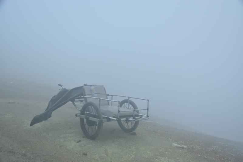 cómo llegar al volcán ijen por libre: Un carrito de dos ruedas