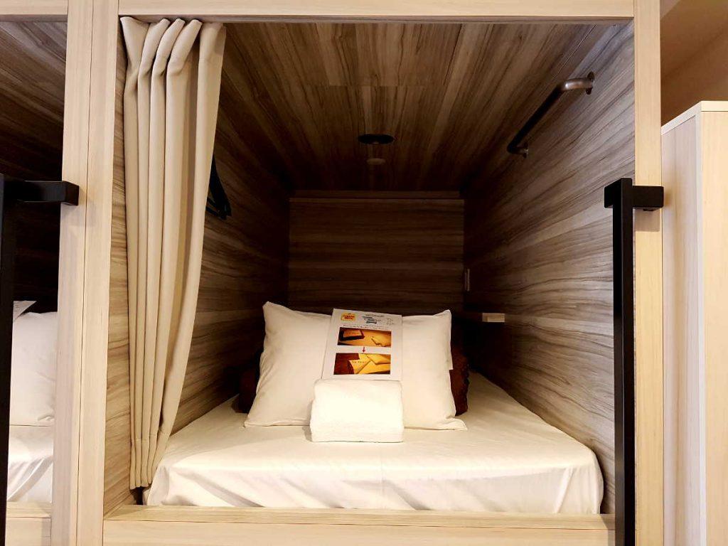 cama habitación hostel presupuesto viajar Japón