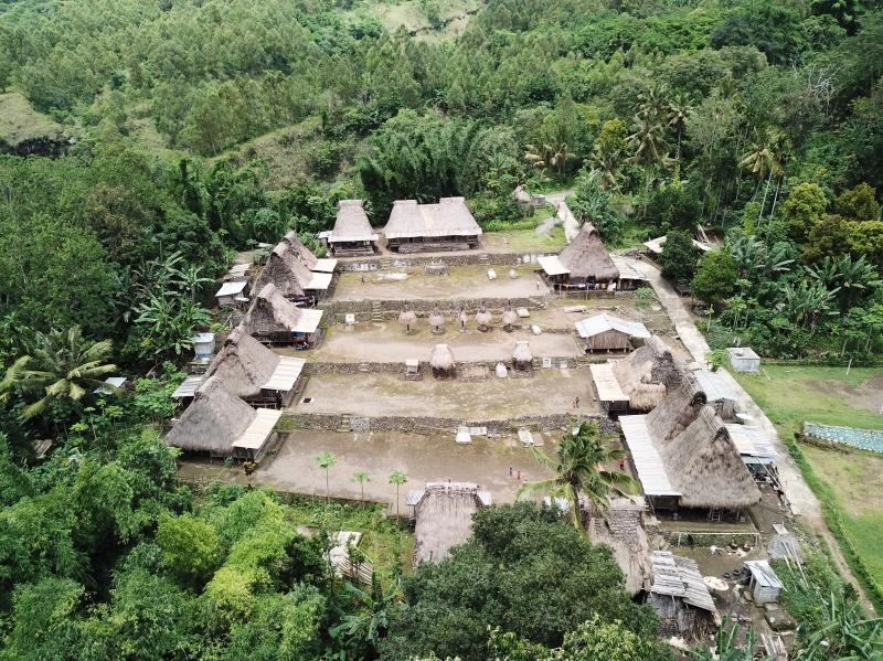 Ruta por la isla de Flores: villa tradicional en Bajawa