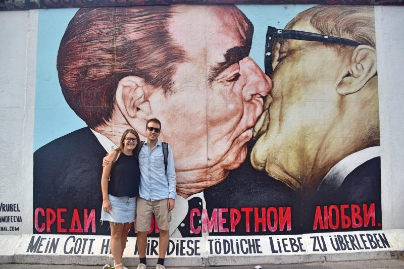 Cosas que hacer en Berlín: el beso entre políticos en el muro de Berlín