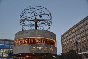 Cosas que hacer en Berlín: reloj con todos los husos horarios del mundo
