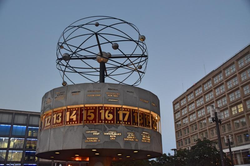 Cosas que hacer en Berlín: reloj circular con todos los husos horarios del mundo