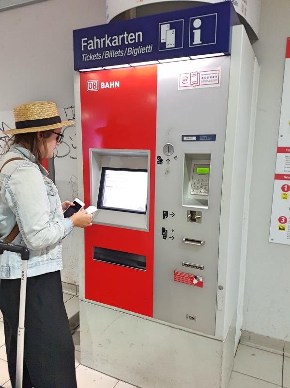 Cómo moverse por Berlín en transporte público: máquina expendedora de billetes