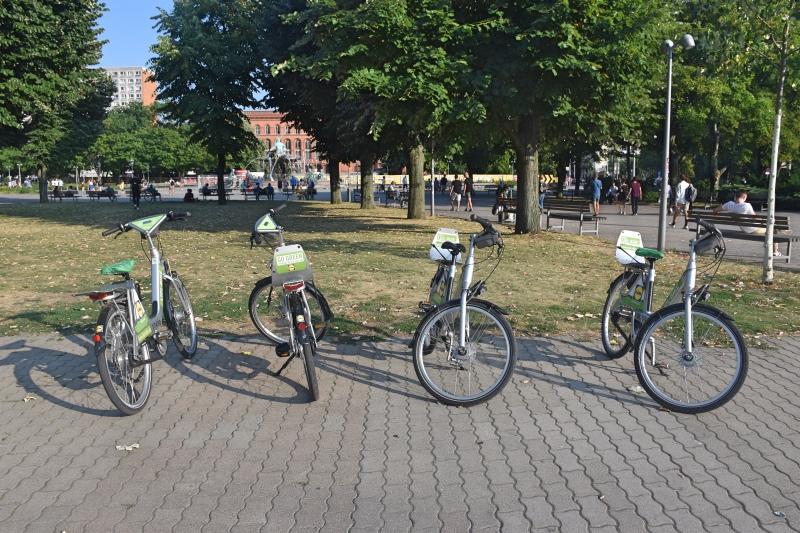 Cómo moverse por Berlín en transporte público: bicicletas en un parque
