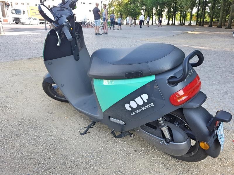 Cómo moverse por Berlín en transporte público: moto de la empresa Coup