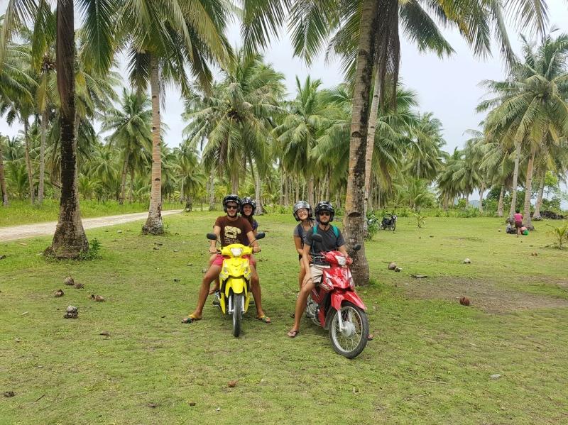 viaje a Filipinas por libre: subidos en la moto