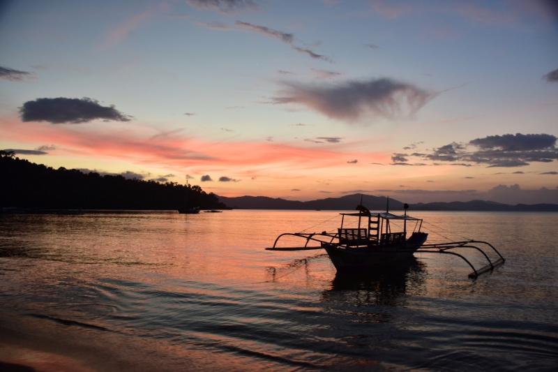 viaje a Filipinas por libre: atardecer en la playa