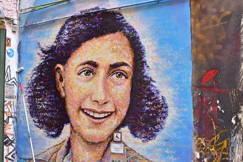 Mejores grafitis de Berlín: retrato de Anne Frank